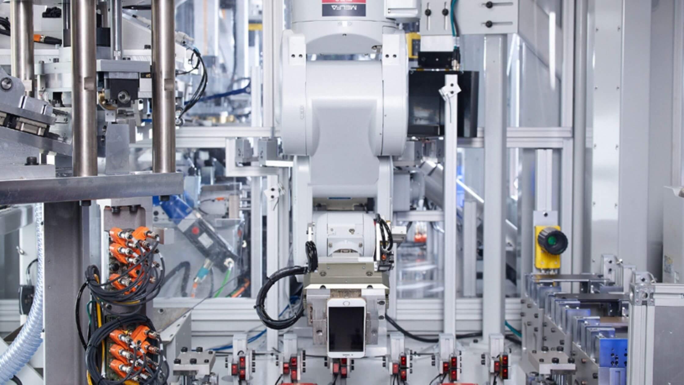 Daisy: Il robot Apple che ricicla gli Iphone