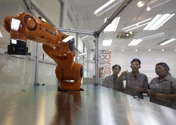 Robot Scienziato: L'automa che compie esperimenti in totale autonomia