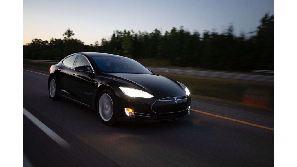 Machine Learning - Tesla Model S - Veicoli a guida autonoma